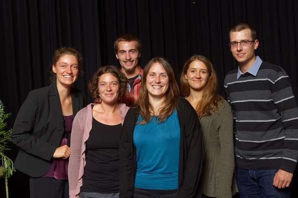 Ausbilderin Melina Handte mit den 5 Absolventen