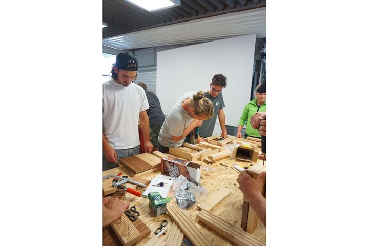 Holzarbeiten mit den Azubis