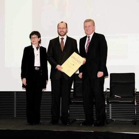 v.l. Laudatorin Brigitte Dorwarth-Walter, Albrecht Bühler, Minister Ernst Pfister (Bild: Angelika Grossmann)