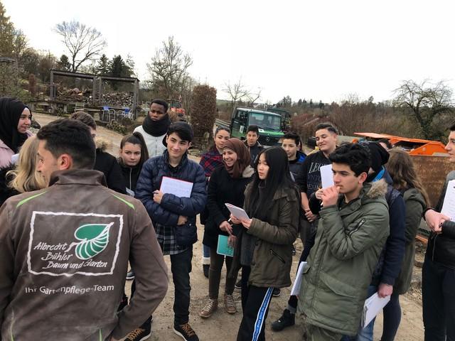 Schülerinnen und Schüler der Nürtinger Mörikeschule sind eifrige Zuhörer