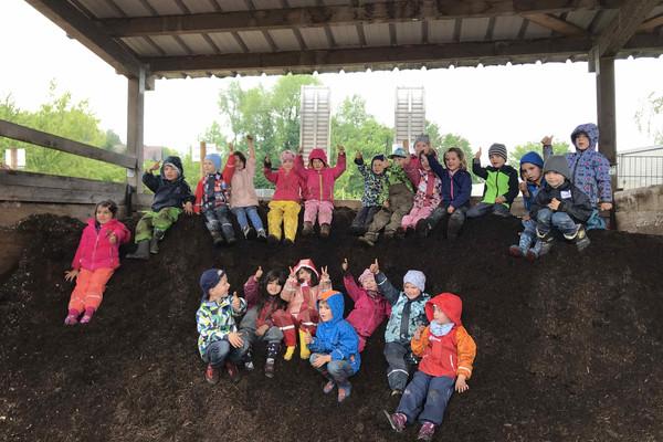 Kita Gruppe zu Besuch bei Baum und Garten